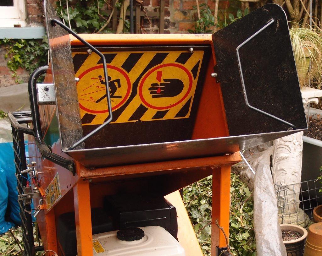 Garden shredder: safety notices